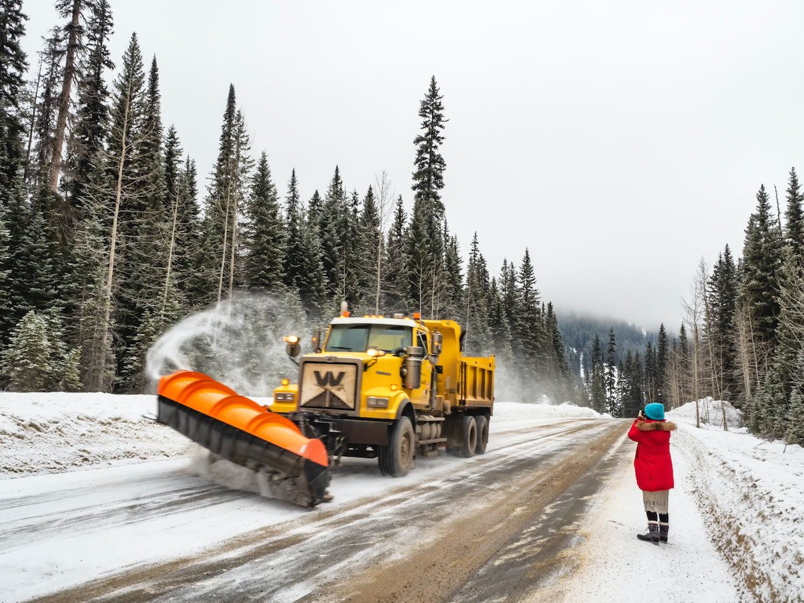 an image of a snow plow truck for how to start a snow plow business